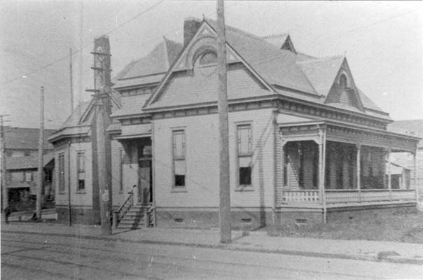 Photograph of the Durham County Public Library, ca. 1900. From the collection of the Durham County Library.