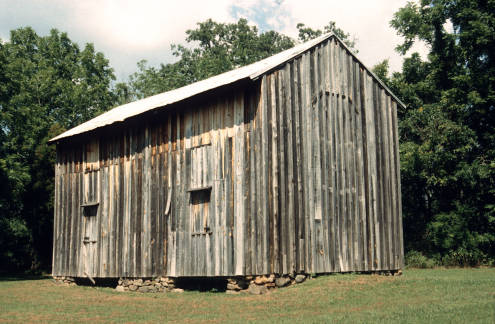 Contemporary photograph of a dwelling of enslaved persons at the Stagville Historic Site in Durham, N.C. The structure was built ca. 1851. Image from the Lauren Soth Architecture Collection at Carleton College. Used under Creative Commons license BY-NC-SA 4.0.