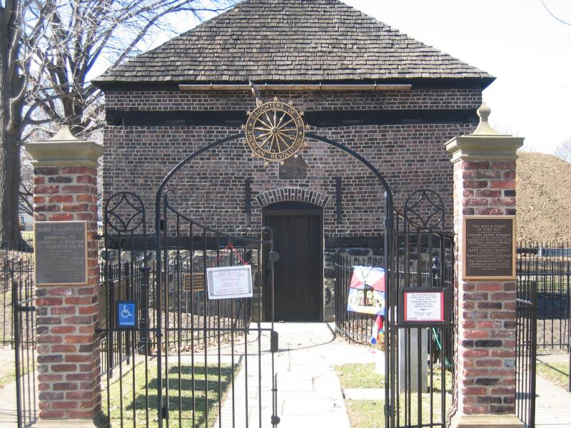 "<img typeof=""foaf:Image"" src=""http://statelibrarync.org/learnnc/sites/default/files/images/410820692_47f5b963d0_b.jpg"" width=""1024"" height=""768"" alt=""Fort Pitt blockhouse"" title=""Fort Pitt blockhouse"" />"
