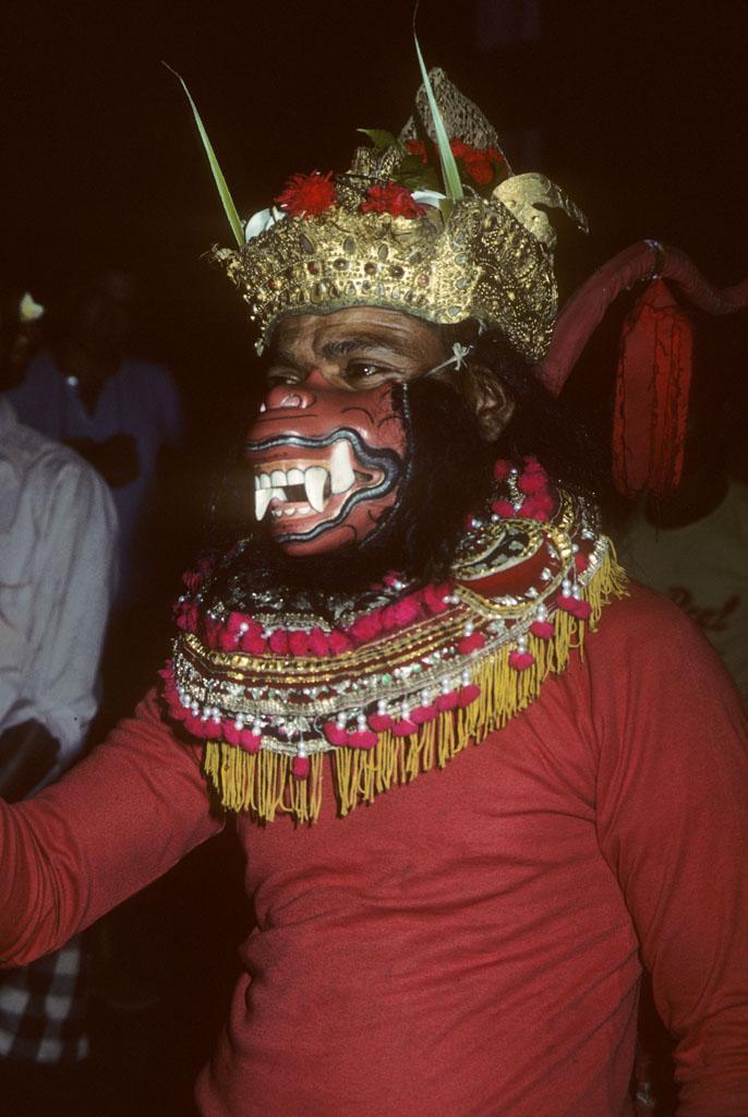 "<img typeof=""foaf:Image"" src=""http://statelibrarync.org/learnnc/sites/default/files/images/bali_242.jpg"" width=""686"" height=""1024"" alt=""Balinese masked dancer "" title=""Balinese masked dancer "" />"