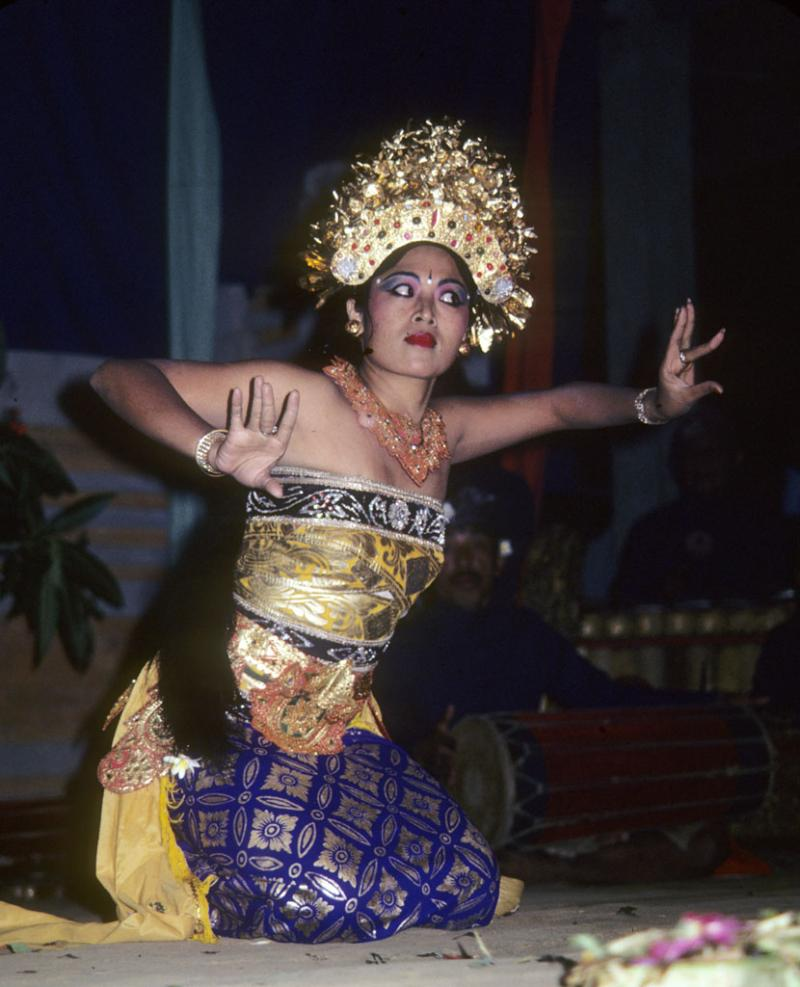 """<img typeof=""""foaf:Image"""" src=""""http://statelibrarync.org/learnnc/sites/default/files/images/bali_245.jpg"""" width=""""830"""" height=""""1024"""" alt=""""Balinese Bumble Bee dancer """" title=""""Balinese Bumble Bee dancer """" />"""
