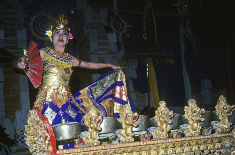 "<img typeof=""foaf:Image"" src=""http://statelibrarync.org/learnnc/sites/default/files/images/bali_246.jpg"" width=""1024"" height=""675"" alt=""Female Balinese dancer"" title=""Female Balinese dancer"" />"