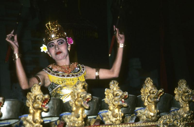 """<img typeof=""""foaf:Image"""" src=""""http://statelibrarync.org/learnnc/sites/default/files/images/bali_247.jpg"""" width=""""1024"""" height=""""672"""" alt=""""Female Balinese dancer """" title=""""Female Balinese dancer """" />"""