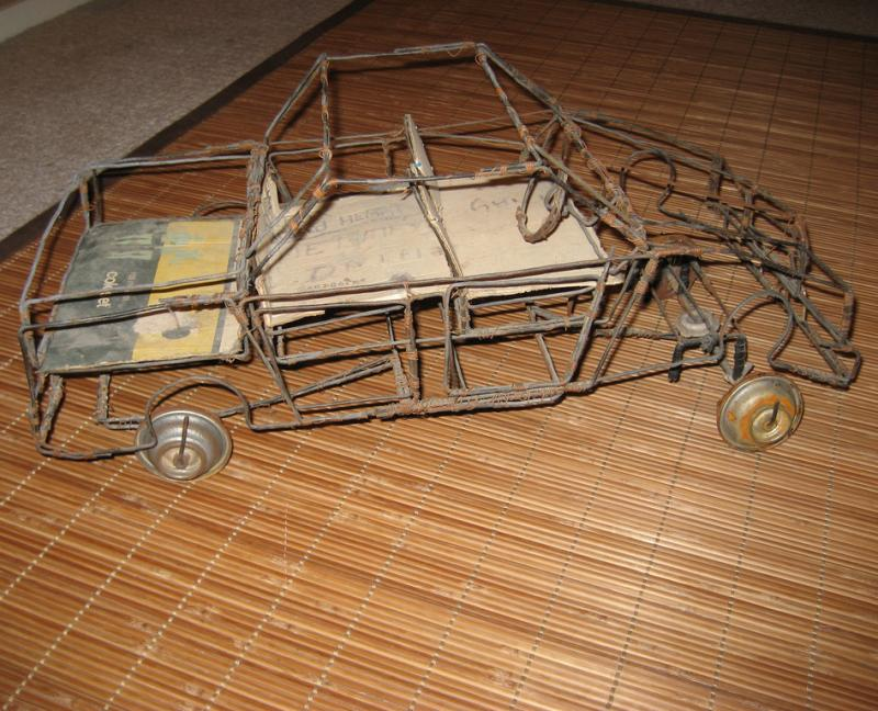 "<img typeof=""foaf:Image"" src=""http://statelibrarync.org/learnnc/sites/default/files/images/galimoto.jpg"" width=""947"" height=""767"" alt=""Galimoto-toy car made from wire"" title=""Galimoto-toy car made from wire"" />"
