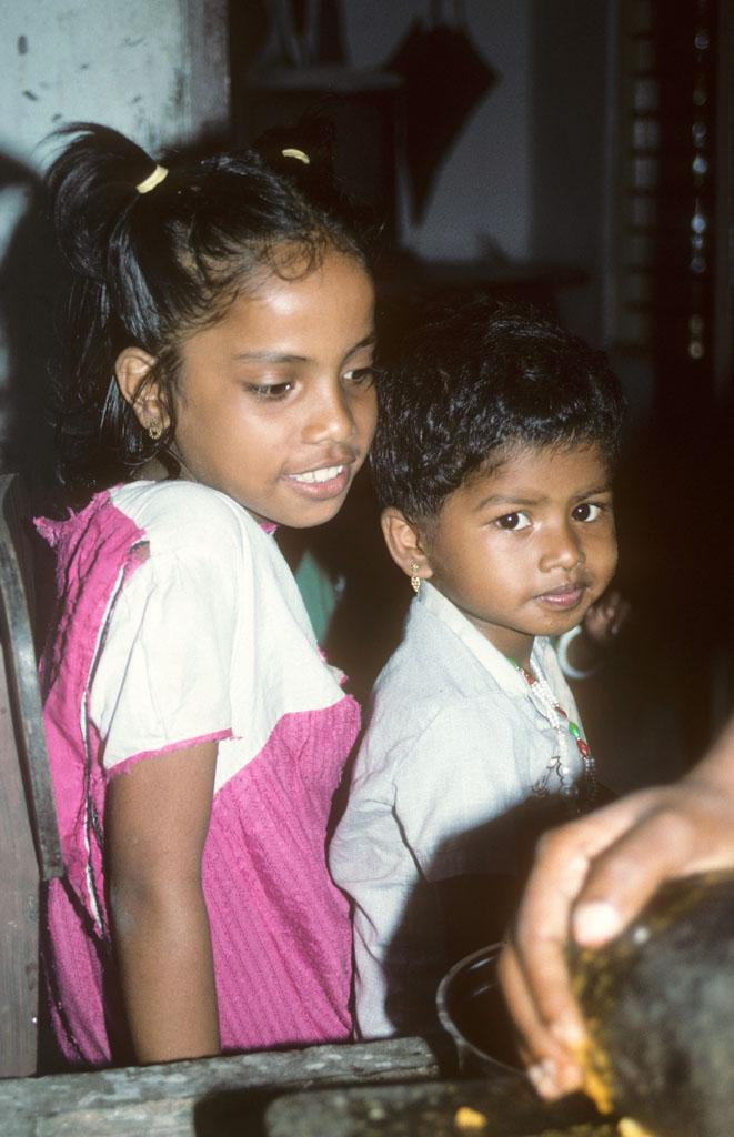 "<img typeof=""foaf:Image"" src=""http://statelibrarync.org/learnnc/sites/default/files/images/india_157.jpg"" width=""661"" height=""1024"" alt=""A boy and a girl from Bolghatty Island, Cochin, India"" title=""A boy and a girl from Bolghatty Island, Cochin, India"" />"