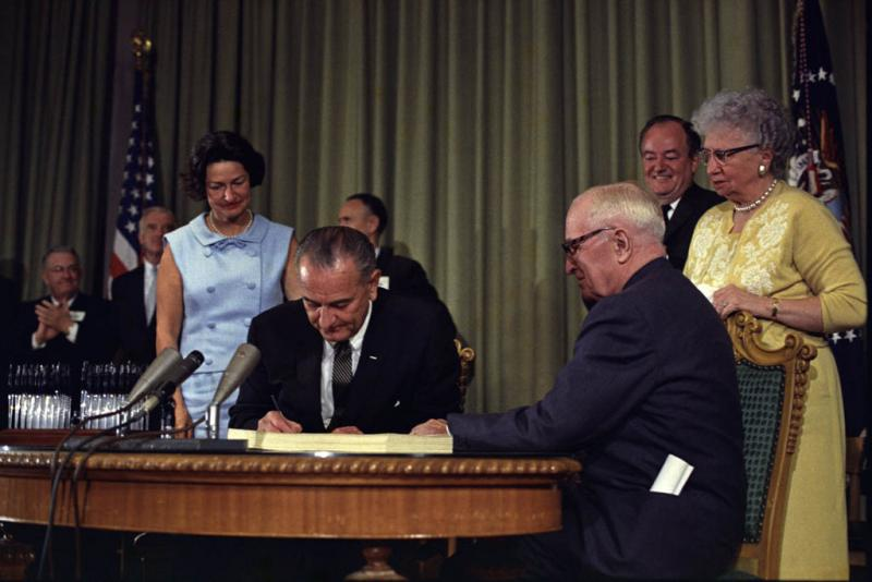 "<img typeof=""foaf:Image"" src=""http://statelibrarync.org/learnnc/sites/default/files/images/lbj_signing_medicare_bill.jpg"" width=""1024"" height=""684"" />"