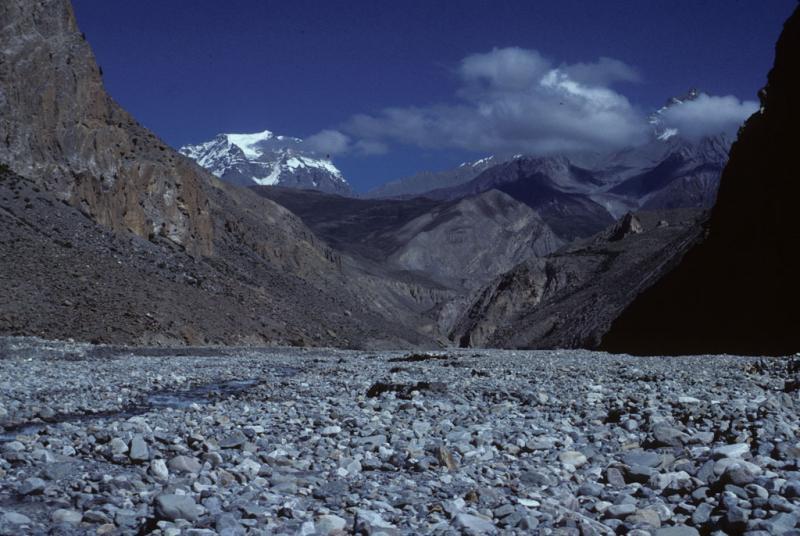 "<img typeof=""foaf:Image"" src=""http://statelibrarync.org/learnnc/sites/default/files/images/nepal_171.jpg"" width=""1024"" height=""686"" alt=""Pebbles on the Kali Gandaki flood plain"" title=""Pebbles on the Kali Gandaki flood plain"" />"