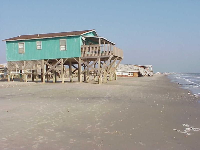 "<img typeof=""foaf:Image"" src=""http://statelibrarync.org/learnnc/sites/default/files/images/oak_island.jpg"" width=""1024"" height=""768"" alt=""Oak Island dune erosion and structural damage"" title=""Oak Island dune erosion and structural damage"" />"