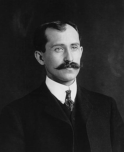 "<img typeof=""foaf:Image"" src=""http://statelibrarync.org/learnnc/sites/default/files/images/orville_wright.jpg"" width=""423"" height=""517"" alt=""Orville Wright"" title=""Orville Wright"" />"