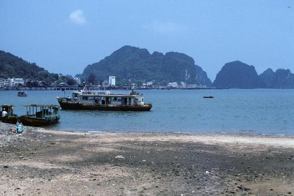 "<img typeof=""foaf:Image"" src=""http://statelibrarync.org/learnnc/sites/default/files/images/vietnam_008.jpg"" width=""600"" height=""400"" />"
