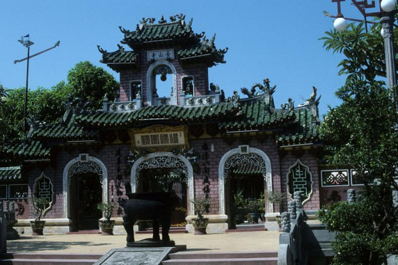 """<img typeof=""""foaf:Image"""" src=""""http://statelibrarync.org/learnnc/sites/default/files/images/vietnam_114.jpg"""" width=""""1024"""" height=""""683"""" alt=""""Fukian Chinese assembly hall at Hoi An"""" title=""""Fukian Chinese assembly hall at Hoi An"""" />"""
