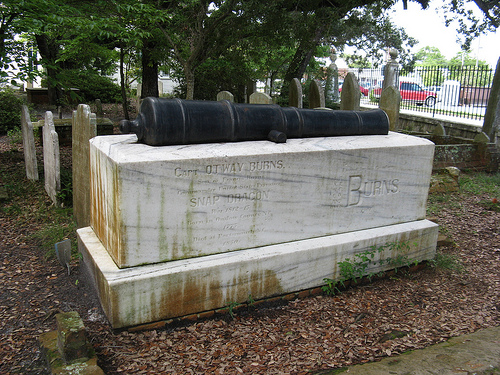 The tomb of Otway Burns at the Old Burying Ground in Beaufort, N.C. Image courtesy Flickr user QMichelle.