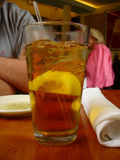 A glass of iced tea with lemon in a Raleigh restaurant, 2007. Image from Flickr user bunchofpants.