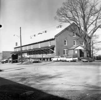 Exterior, Piedmont Wagon Company, Hickory, NC, Catawba County, January 1972. Image courtesy of State Archives of North Carolina, call #: N_72_1_254.