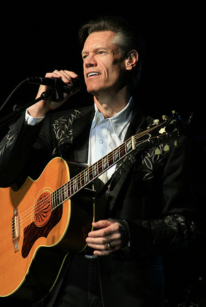 Randy Travis in concert in French Lick, Indiana on December 5, 2008. Image from Flickr user Tennessee Wanderer.