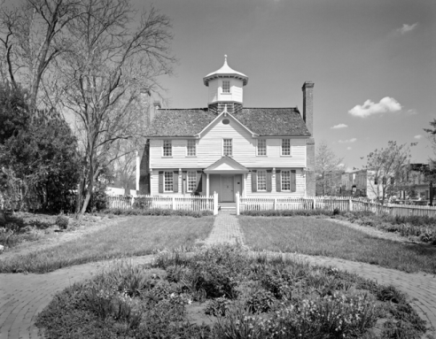 Cupola House. Photograph by Tim Buchman. Courtesy of Preservation North Carolina.