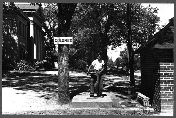 Drinking fountain on the county courthouse lawn, Halifax, North Carolina. April 1938