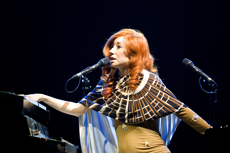 Tori Amos performing in concert in Dranouter, Belgium, in 2008. Image from Flickr user Pieter Morlion.