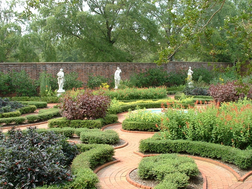 Like upper-class English houses of its time, Tryon Palace had formal gardens with curved paths, ornamental plantings, and statues.