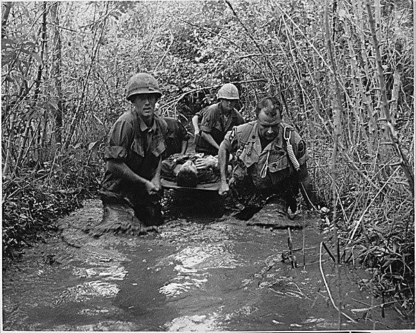 US soldiers carry wounded comrade