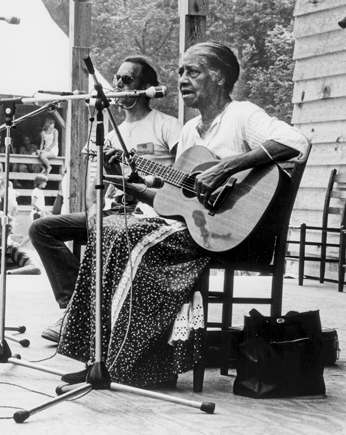 Elizabeth Cotten performs at the North Carolina Folklife Festival at Eno River State Park in Durham, 1978. Photograph by Jerry Cotten. North Carolina Collection, University of North Carolina at Chapel Hill Library.