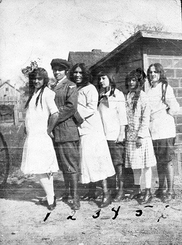 Photograph with Willie Otey, ca. 1910-1920s. Left to right: Willie Virginia Otey (Willie Otey Kay), Gladys Cale Boyd, Comma Hunter, Elizabeth Otey, and Louise Hoover. Photograph courtesy of Ralph Campbell, Jr., from the collection of the State Archives of North Carolina. Item N_93_9_3.