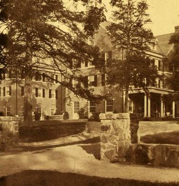 Photograph of the Carolina Inn, Chapel Hill, N.C. From the 1930 University of North Carolina yearbook <i>The Yackety Yack,</i> Volume XXX, p. [23]. Published 1930 by the Publications Union of the University of North Carolina Chapel Hill.  Arthur Cleveland Nash designed the Carolina Inn.