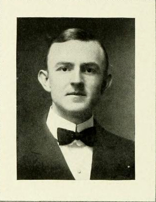 Senior portrait of Archibald Wiggins from the 1913 University of North Carolina yearbook <i>The Yackety Yack</i>, published by the Dialectic and Philanthropic Literary Societies and Fraternities. Presented on DigitalNC.