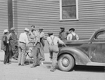 Peddler selling patent medicines to farmers outside warehouse on opening day of tobacco market in Mebane, North Carolina, where many Caswell County farmers sell their tobacco at auction. Image courtesy of Library of Congress.