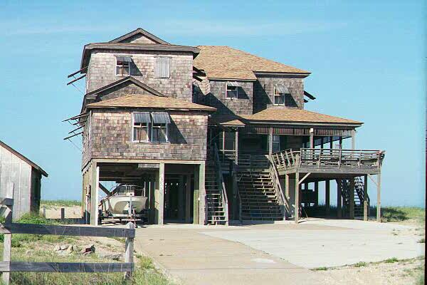 """<img typeof=""""foaf:Image"""" src=""""http://statelibrarync.org/learnnc/sites/default/files/images/nags_head_house.jpg"""" width=""""600"""" height=""""400"""" alt=""""The unpainted aristocracy of Nags Head"""" title=""""The unpainted aristocracy of Nags Head"""" />"""